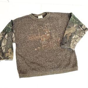 Artisans Deer Graphic Camo Sweatshirt Size L Kids